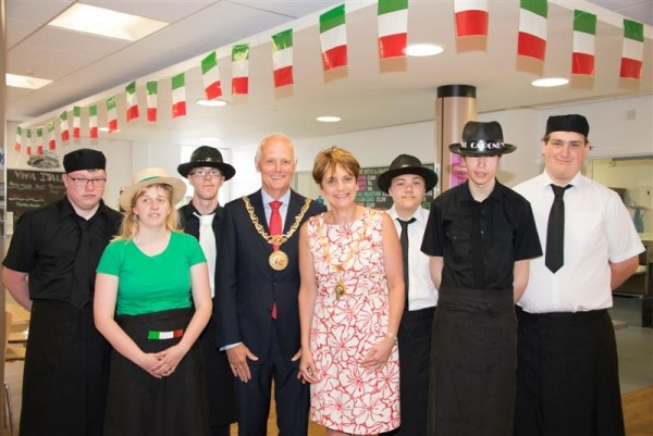 Mayoral visit to Annie Gill Unit