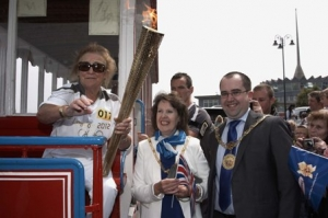 'Flame at last' for Douglas as town welcomes London 2012 Olympic torch